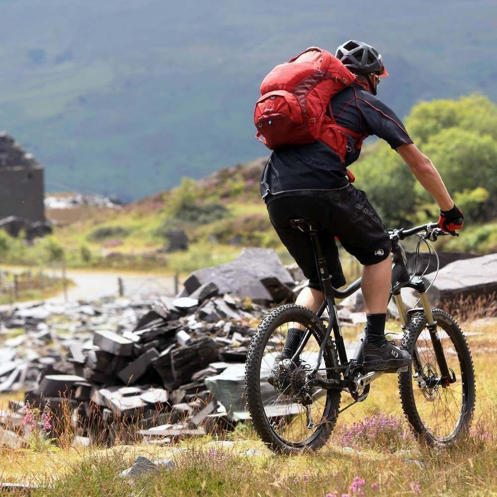 198bb81444 Cyklistický batoh Osprey Escapist 18 - black - Ski a Bike Centrum ...